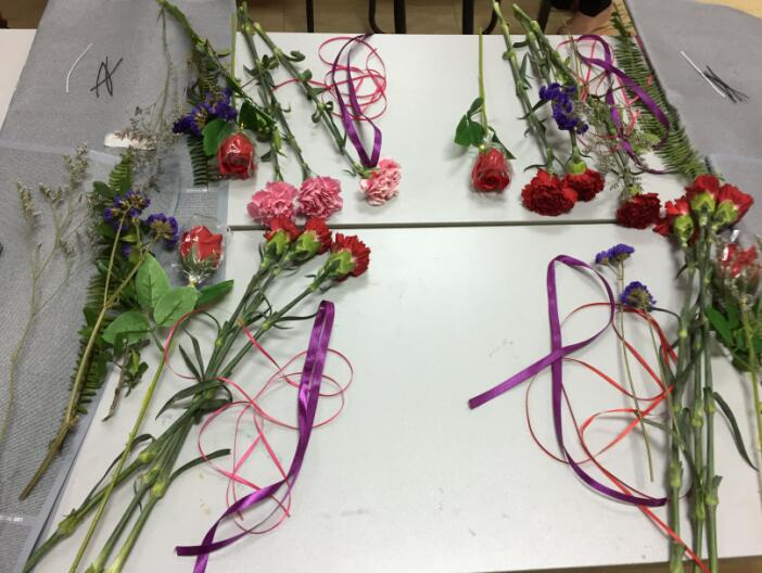 包扎康乃馨花束